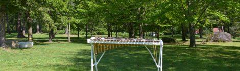 公園の中の楽器